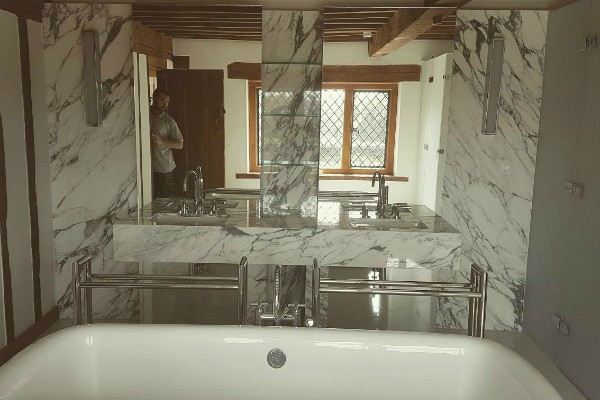 arabescato-marble-bathroom
